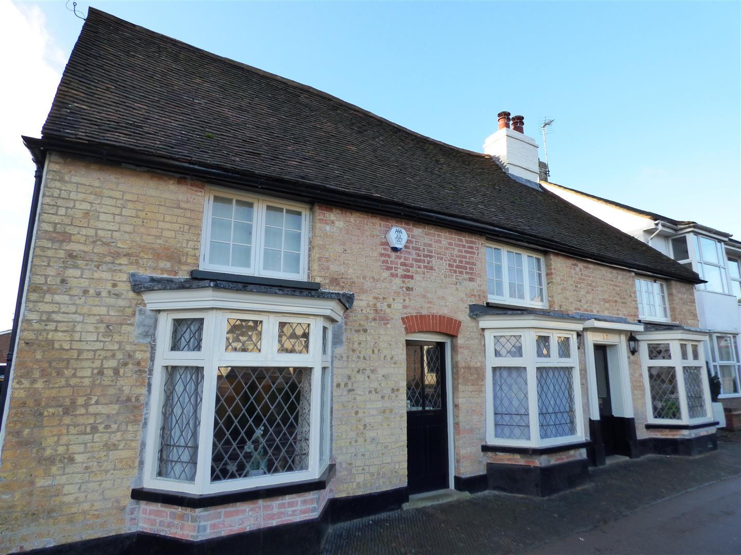 3 Bedrooms Cottage House for rent in Market Square, Toddington, Dunstable